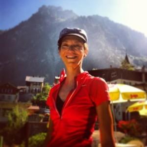 Foto der Entspannungskünstlerin Christiane Chris Pape in den Alpen Frankreichs
