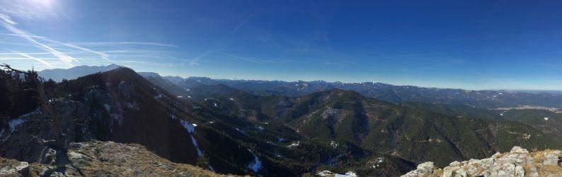 Der Horizont ist weit, die Berge groß
